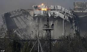 Tòa nhà chính của sân bay sau khi bị phá hủy bởi các cuộc giao tranh.