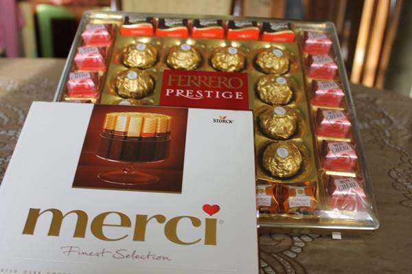 Nặng tiền nhất là hôp kẹo của Ý Ferrero prestige giá 187gr- 9,5 USD, sau đó đến kẹo Merci của Pháp giá 60 gr – 3 USD