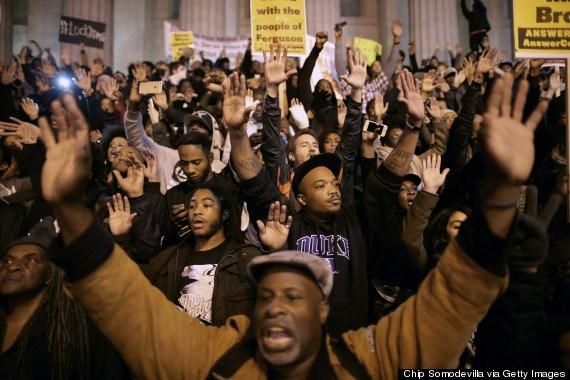 Người da màu xuống đường biểu tình phản đối chính quyền phân biệt đối xử.