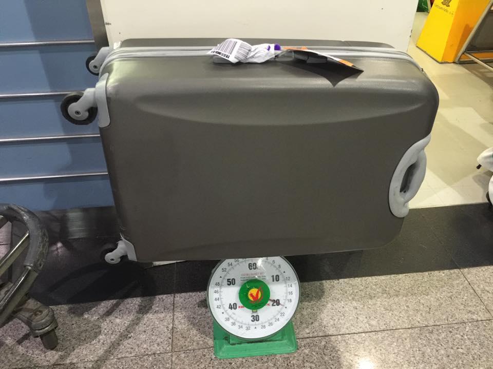 Vali chỉ còn lại 20kg thay vì 30kg (hụt mất 10kg).