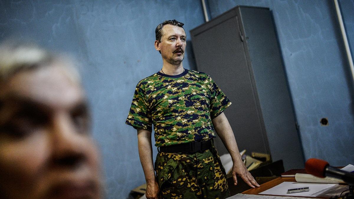 """Igor Strelkov chỉ huy quân sự hàng đầu của những người tự xưng là """"Cộng hòa nhân dân Donetsk ', trong một cuộc họp báo vào ngày 28 Tháng Bảy năm 2014 tại Donetsk, phía đông Ukraine"""