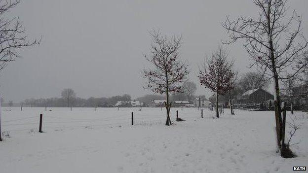 Tuyết phủ trắng xóa tại Hà Lan hôm thứ bảy. Ảnh được gửi bởi Kath  từ Roosendaal