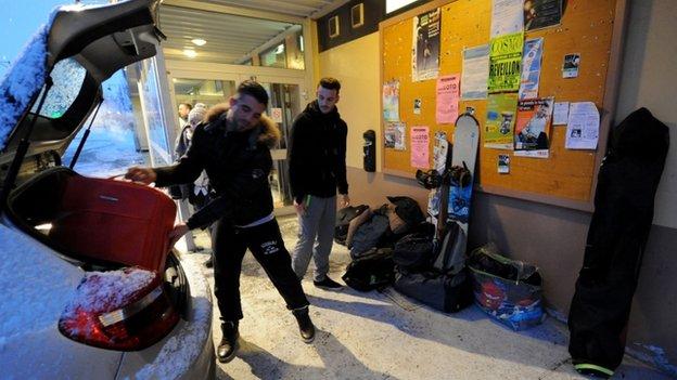 Một số đang phải vật lộn để đến được các khu nghỉ mát trượt tuyết nổi tiếng của Val d'Isere
