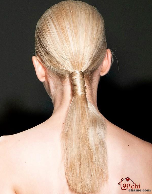 Cột tóc đuôi ngựa khiến bạn cá tính và sành điệu hơn.