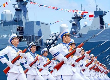 Hải quân Nhân dân Việt Nam bảo vệ vững chắc chủ quyền lãnh thổ thiêng liêng của Tổ quốc không phải cái cớ để ai đó vin vào, đục nước béo cò, chạy đua vũ trang. Ảnh: Tienphong.