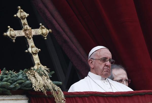 Vụ cướp tượng Chúa hài đồng diễn ra ngay sau khi  Giáo hoàng Francis vừa đọc xong thông điệp mừng Giáng sinh từ ban công nhà thờ Basilica - Ảnh: Reuters