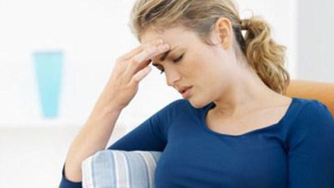 Núm vú bị đau hơn bình thường. Trong giai đoạn này, nội tiết tố nữ Estrogen có xu hướng suy giảm, gây khô âm đạo, giảm sự ham muốn. Trong giai đoạn này, những khu vực nhạy cảm của cơ thể như vú có thể cảm thấy đau hơn bình thường.