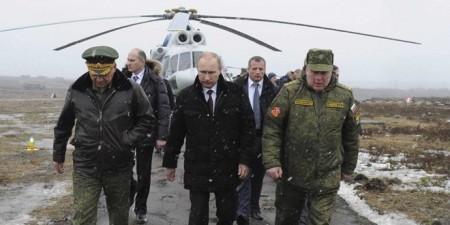 Tổng thống Nga Putin đến quan sát một cuộc tập trận tại Kirillovsky, Nga.