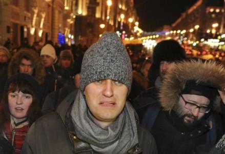 Nhà hoạt động đối lập Nga chống tham nhũng Aleksey Anatolyevich Navalnyy, 38 tuổi, được bao quanh bởi những người ủng hộ mình đi tham dự một cuộc biểu tình ở Quảng trường Manezhnaya ở Moscow, Nga.