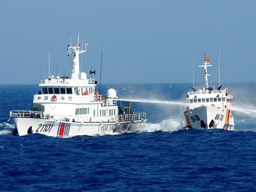 Lực lượng thực thi pháp luật của Việt Nam kiên cường sự tấn công của tàu TQ