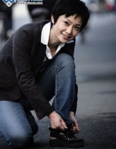 Nữ vệ sĩ á hậu Biên Mai. Ảnh: Tân Hoa Xã