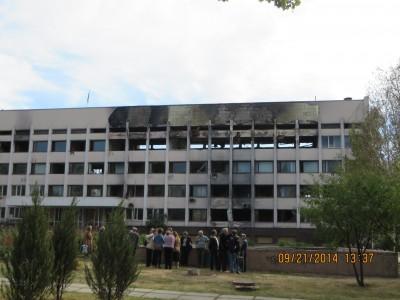 Tòa thị chính Mariupol bị bắn cháy