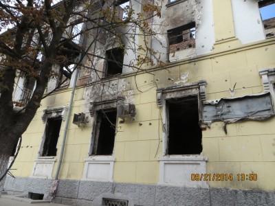 Vết đạn lỗ chỗ tại khu nhà công vụ của Mariupol