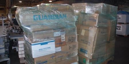 Hàng viện trợ do các tình nguyện viên quyên góp để giúp đỡ các binh lính Ukraina chống khủng bố.
