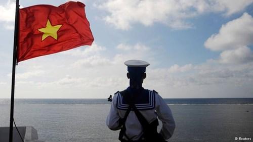 Chiến sĩ Hải quân Nhân dân Việt Nam chắc tay súng bảo vệ vững chắc độc lập chủ quyền, toàn vẹn lãnh thổ thiêng liêng của Tổ quốc.