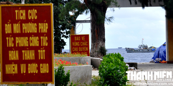 Tàu Hải quân Việt Nam thường trực xung quanh đảo Song Tử Tây ở quần đảo Trường Sa, làm nhiệm vụ vận tải - canh gác, đẩy đuổi các tàu nước ngoài xâm phạm chủ quyền và bảo vệ tàu cá Việt Nam đánh bắt ở đây - Ảnh: Mai Thanh Hải