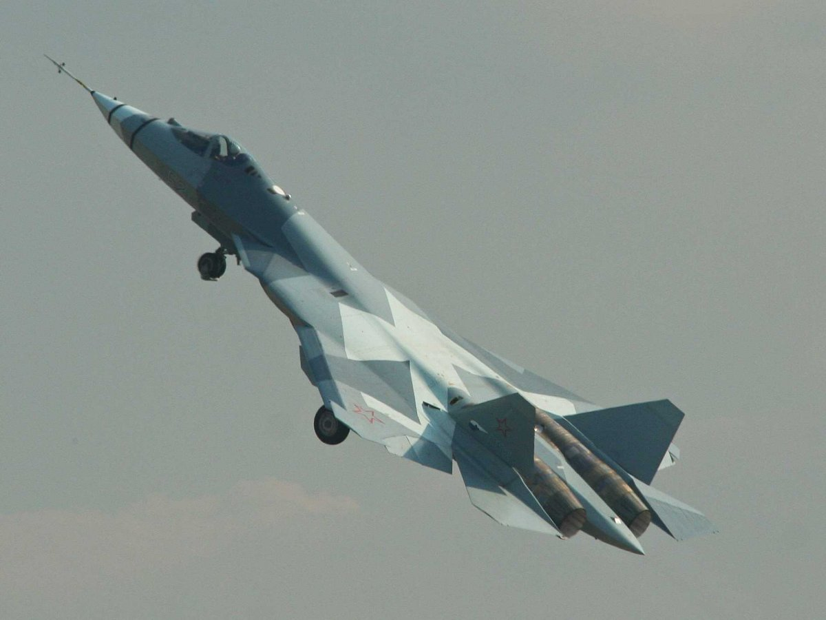 this-sukhoi-t-50-fighter-is-russias-answer-to-the-latest-us-raptor-jets-its-russias-first-stealth-fighter-and-its-still-in-testing-ready-to-be-rolled-out-in-the-