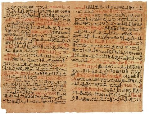 Bản thảo giấy cói Edwin Smith, một văn bản y khoa của người Ai Cập cổ đại, được đặt theo tên của một thương nhân đã mua lại vào năm 1862, và cũng là luận thuyết về phẫu thuật chấn thương lâu đời nhất mà chúng ta biết được, được Imhotep soạn thảo vào năm 1501 trước Công Nguyên ( Wikimedia Commons)