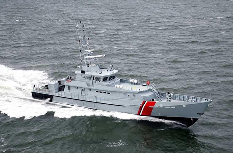 Tạp chí IHS Jane's dẫn lời quan chức Bộ Ngoại giao Mỹ hôm 18/3 cho biết, Lực lượng Cảnh sát biển Việt Nam (Vietnam Coast Guard – VCG) sẽ nhận được 6 tàu tuần tra cao tốc lớp Defiant (trong ảnh) do công ty Metal Shark chế tạo từ chính phủ Mỹ, nhằm hỗ trợ cho các nỗ lực tăng cường an ninh biển.