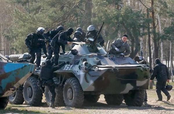 Ngoài ra còn một số lượng tương đối xe thiết giáp chở quân BTR-80 cũng được trang bị cho Vệ binh Quốc gia Ukraine.