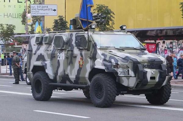 Vệ binh Quốc gia Ukraine đã nhận được khoảng 41 chiếc xe thiết giáp hạng nhẹ kháng mìn Spartan và Cougar do Ukraine chế tạo theo bản quyền sản xuất của Tổng công ty Streit Canada. Các xe này được đánh giá cao ở khả năng kháng mìn, giáp xe chỉ có thể chống đạn súng máy hạng nhẹ.