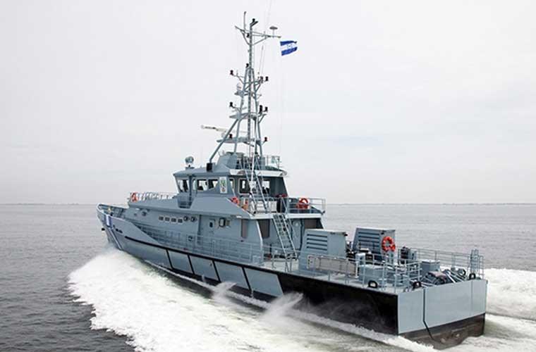 Thiết kế tàu tuần tra cao tốc 140 Defiant có chiều dài 42,80m, rộng 7,11m, mớn nước 2,52m, trang bị 2 động cơ diesel MTU.