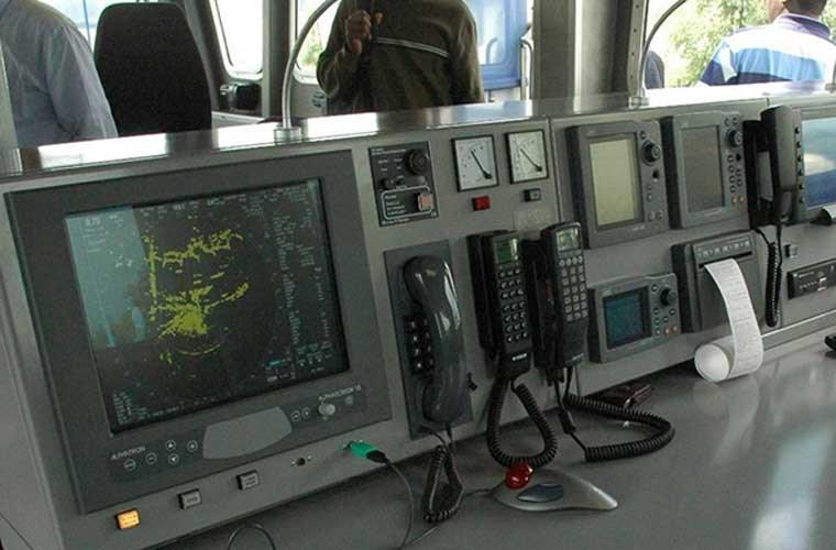Hệ thống hiển thị, điều khiển của lớp tàu tuần tra Defiant được dựng ở mô hình đặt trên đất liền.