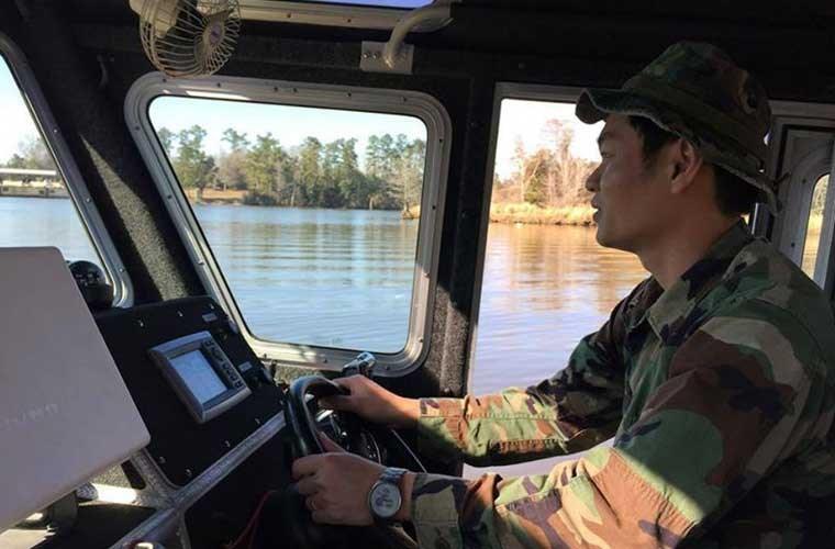 Trước đó, trả lời phỏng vấn báo chí, Trung tá Lý V. Thắng - Trưởng Văn phòng Hợp tác Quốc phòng Đại sứ quán Mỹ cũng cho biết rằng, ngoài 6 tàu tuần tra, Mỹ còn giúp đỡ Việt Nam các thức vận hành, bảo trì, xây dựng xưởng sửa chữa nhằm tối ưu hóa khả năng hoạt động của các tàu. Một nhóm Cảnh sát biển Việt Nam đang được huấn luyện ở Mỹ nhằm sử dụng tốt nhất các tàu chuẩn bị được bàn giao.