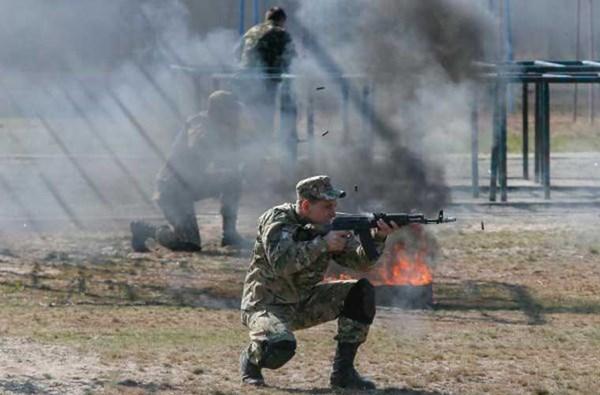 Vệ binh Quốc gia Ukraine (NGU) là thành phần quân dự bị trực thuộc Lực lượng Vũ trang Ukraine, nằm dưới sự chỉ đạo của Bộ Nội vụ. Lịch sử gần 10 năm của lực lượng này là sự thăng trầm, thành lập, giải thể rồi lại thành lập.