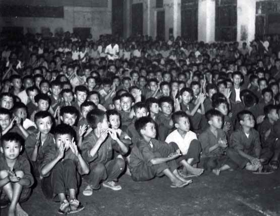 TSQ khóa 6, 7, 8 tại hội trường lớn ở Y Trung mừng Quốc khánh Việt Nam