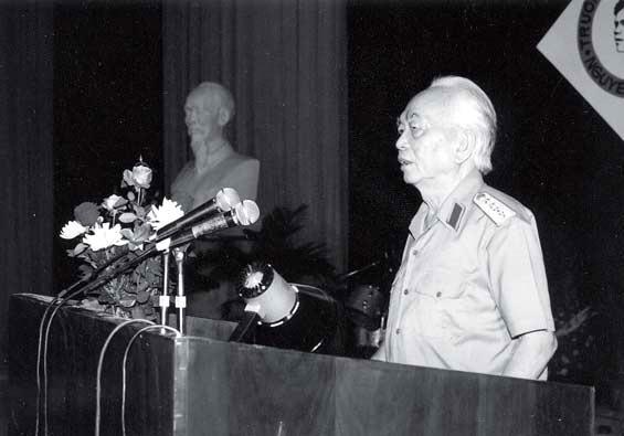 Đại tướng Võ Nguyên Giáp trong ngày Hội trường 15.10.1995 tại Hà Nội.