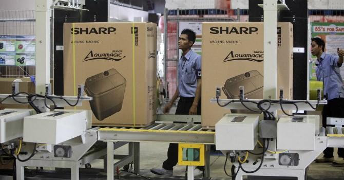 Sharp ghi nhận năm hoạt động lỗ ròng thứ 3 trong 4 năm trở lại đây. Ảnh: Bloomberg