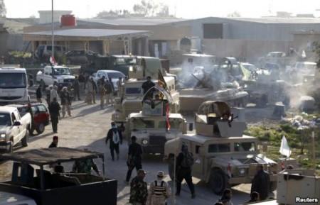 Lực lượng an ninh Iraq và Shia đụng độ với các tay súng Nhà Nước Hồi Giáo trong tỉnh Saladin, ngày 2/2/2015.