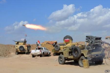 Cuộc hành quân tái chiếm Tikrit bao gồm 30.000 thành viên trong quân đội Iraq, các dân quân Shia và các chiến binh Peshmerga của người Kurd.