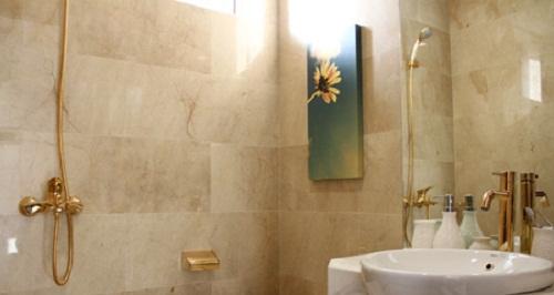 Nhà vệ sinh được dát 140 cây vàng của đại gia Hà Nội
