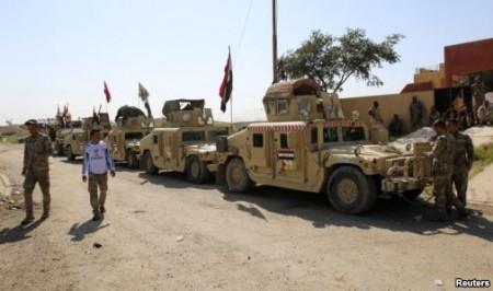 Xe quân sự của lực lượng an ninh Iraq và chiến binh Shia tại đập Udhaim, phía bắc thủ đô Baghdad, ngày 1/3/2015.