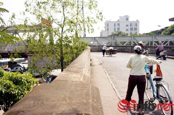 Đường dẫn lên Cầu Long Biên