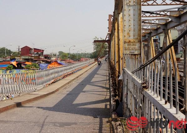 Cầu Long Biên - nơi chứng kiến những lính Pháp cuối cùng rút khỏi Hà Nội.