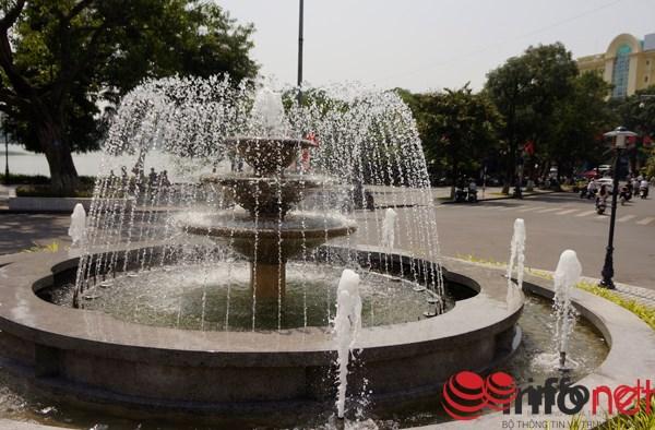 Đài phun nước tại Quảng trường Đông Kinh Nghĩa Thục.
