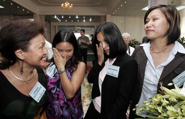 Những thành viên Babylift năm xưa đã trở về Việt Nam vào giữa tháng 6/2005, 30 năm sau khi máy bay đưa họ rời khỏi quê hương. Nhiều thập kỷ trôi qua, những đứa trẻ Babylift nay đã trưởng thành. Nguyện vọng của họ là tìm thấy đấng sinh thành hoặc người thân ở Việt Nam. Ảnh: AFP