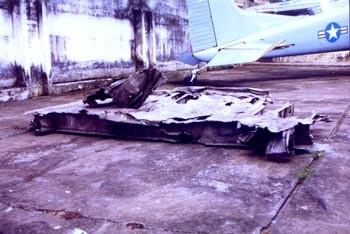 Một phần đuôi của máy bay C5A chở trẻ em trong chiến dịch Không vận Trẻ em rơi ở Sài Gòn sau khi cất cánh vào ngày 4/4. C5A là máy bay vận tải lớn nhất thế giới thời bấy giờ. Ảnh: Vietnambabylift