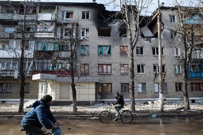 Pháo đã phá hủy hai tầng của tòa nhà.