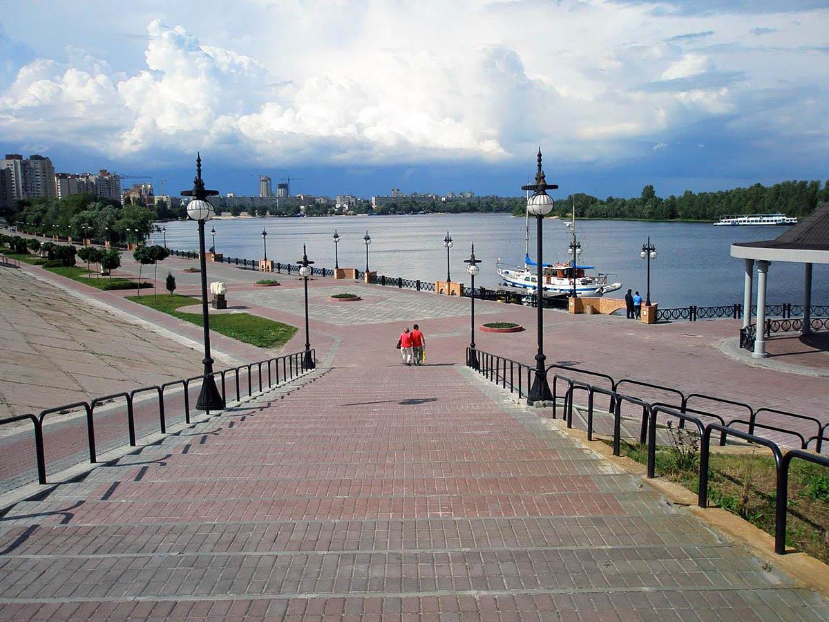 naberezhnaya-Oboloni-v-Kieve (1)