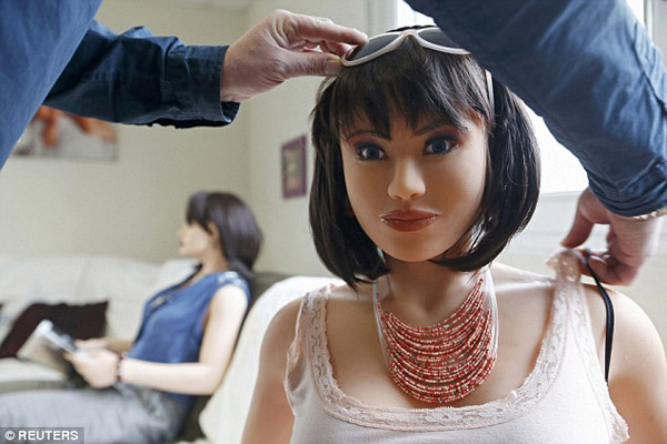 Bộ tóc giả cũng giống y như thật tạo cảm giác chân thực cho khách hàng.
