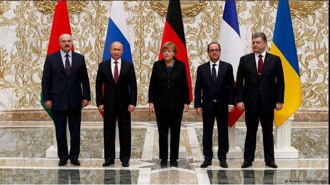 Tổng thống Belarus Alexander Lukashenko, Tổng thống Nga Vladimir Putin, Tổng thống Ukraine Petro Poroshenko, Thủ tướng Đức Angela Merkel và Tổng thống Pháp Francois Hollande tại Hội nghị thượng đỉnh Minsk ngày 11/2.