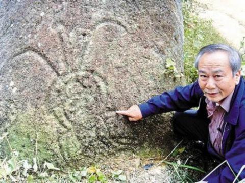Tảng đá ghi chép lại dấu tích người ngoài hành tinh