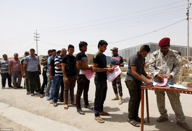 Tiến sĩ Aly cho rằng, cộng đồng quốc tế cần tạo ra sân chơi riêng trong cuộc chiến chống hệ tư tưởng Hồi giáo cực đoan của IS. Ảnh: Reuters