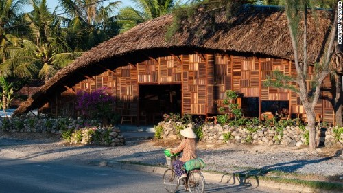 Café Salvaged Ring nằm ở ngoại ô thành phố biển Nha Trang