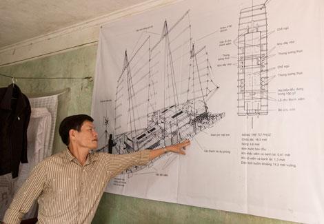 22 năm đã trôi qua, nhưng ông Lợi vẫn nhớ như in từng mối lạt, từng mộng gỗ, từng vị trí xiếm của chiếc bè tre, theo ngôn ngữ ngư dân Sầm Sơn là mảng luồng.