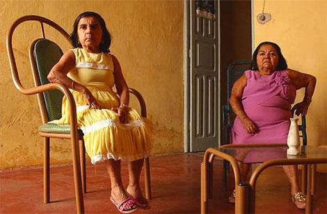 Beatriz và Joana Nascimento là hai chị em song sinh đã 72 tuổi trong cộng đồng người lùn còn lại ở Itabaianinha.
